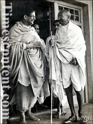 Mahatma-Gandhi-Pandit-Kshitimohan-Sen
