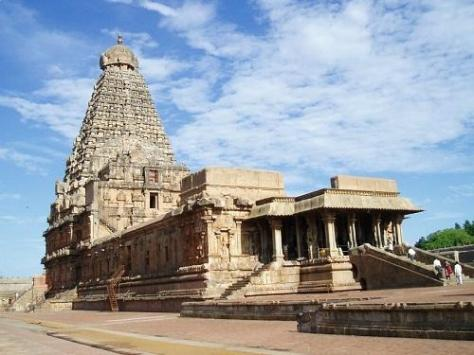 3652-211430-Tanjore-temple-from-side